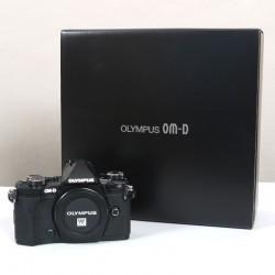 Occasion Olympus EM-5 Mark II Noir + Grip  HLD-8