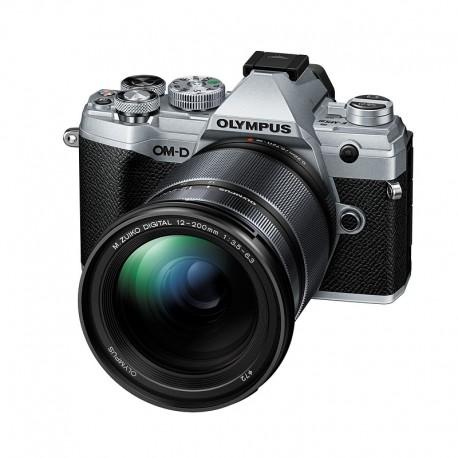 OLYMPUS OM-D E-M5 MARK III SILVER + Objectif 12-200mm f/3.5-6.3 Micro 4/3 Noir